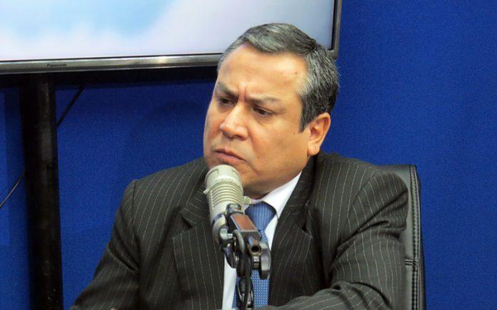 Gustavo Adrianzén - Ideeleradio