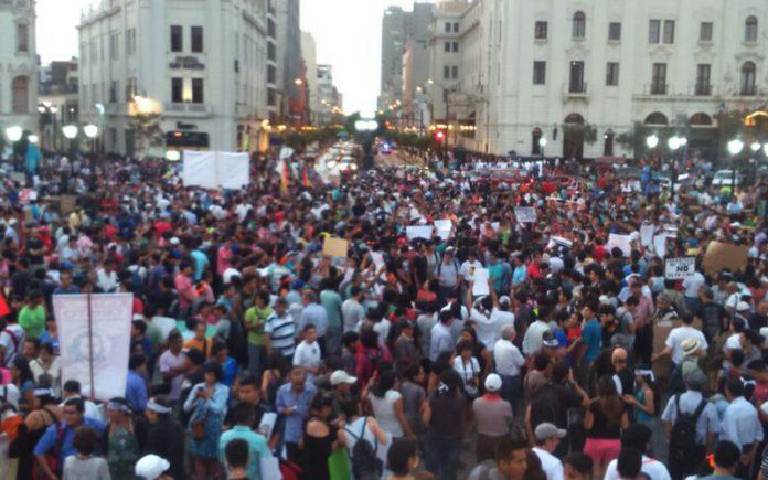 Marcha en Plaza San Martín - Ideeleradio